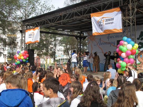 Dance performance on stage (c) Phoenix Fund