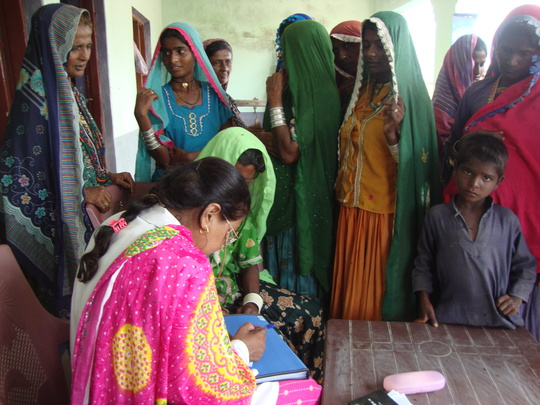 AHD para medical staff busy to checkup patients