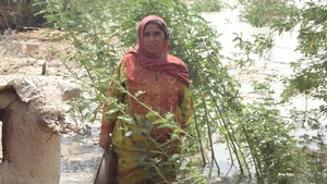 Women lost her house and lloking for support
