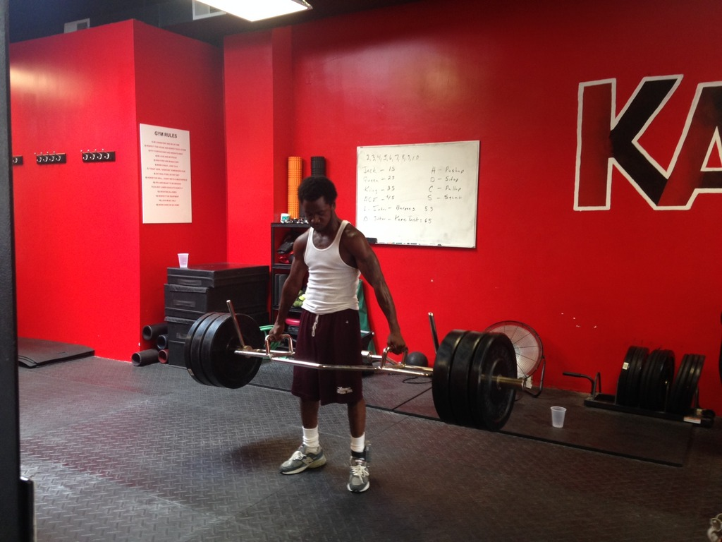 Delonte pulls his weight at KAOOS gym!