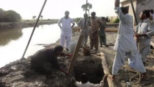 Drilling new wells for fresh water in Tando