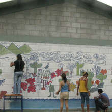 Youth paint mural in El Nance