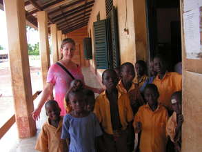 Students w/ volunteer