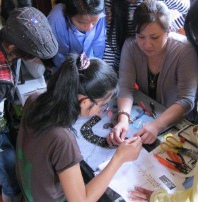 Jenny training Senhoa artisans.