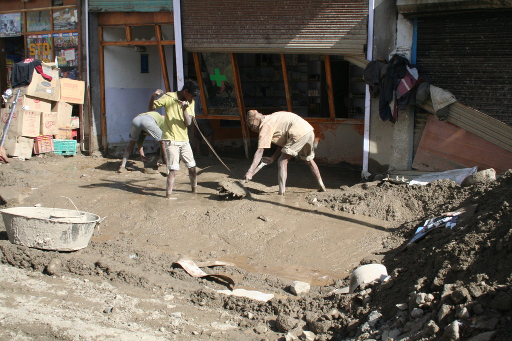 Provide emergency support to 500 families in Leh