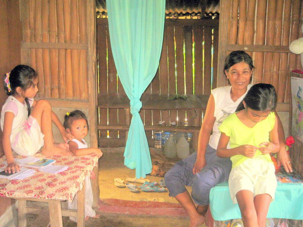 Violeta Pesa and her children