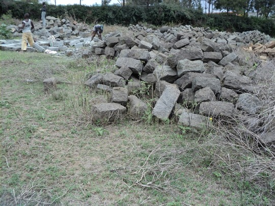 Cleaning and arranging of building stones