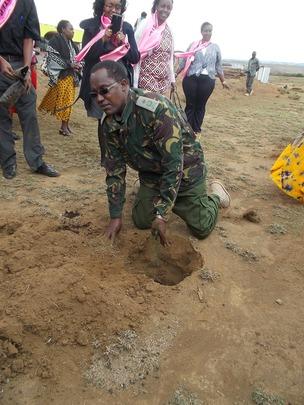 Officer Mwenda plants tree on behalf of prison pop