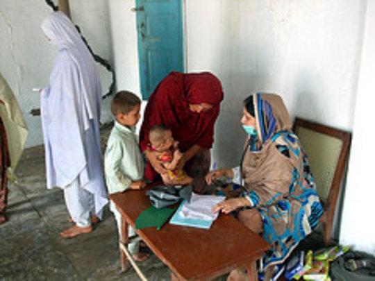 Dr.Amna Treating flood 2010 victim