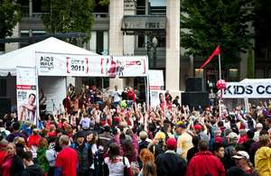The crowd at Pioneer Square for AIDS Walk