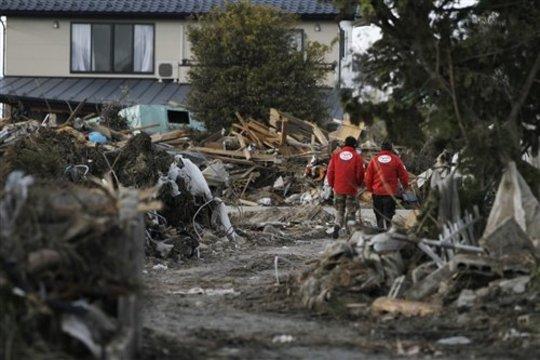 AAR JAPAN staff search for a welfare facility