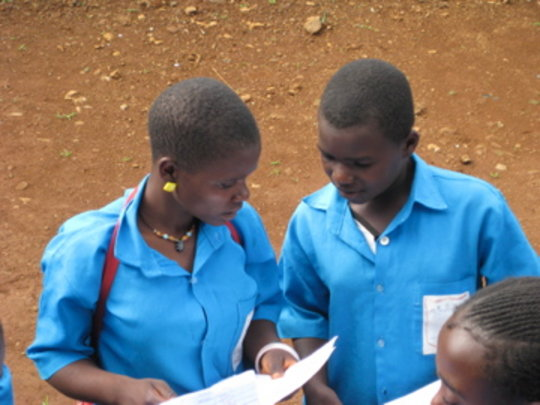 Jecenta and Madinatou discussing their results