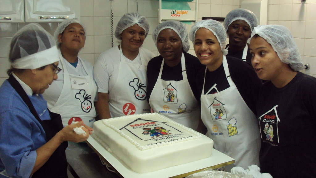 Mothers students making the cake for the party