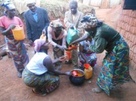 Women sharing Palm oil