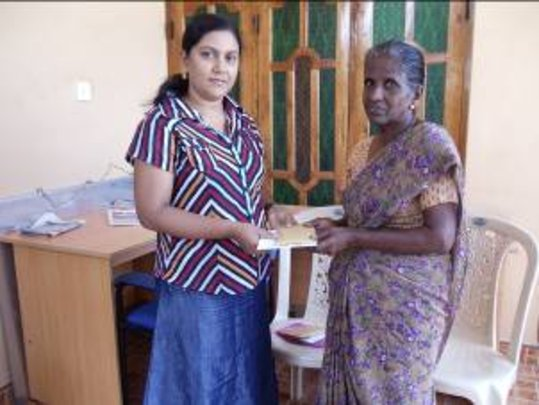 Mrs. Kanmani receives a loan from CERI