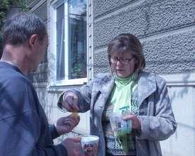 Nadejda giving TB drugs to Iurii