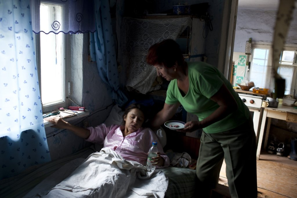 Our moderator, Galina, helps a severely ill patient with disseminated TB take her daily dose at home. This patient died shortly thereafter. She had gone to a neighboring country to work and started treatment late after returning to Balti.