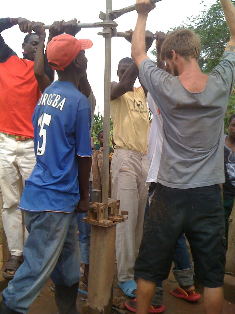 Removing a hand pump in Simango