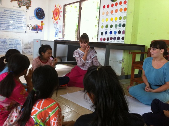 Learning about art with a volunteer