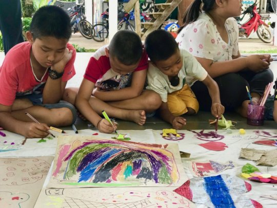 Students take part in art therapy.