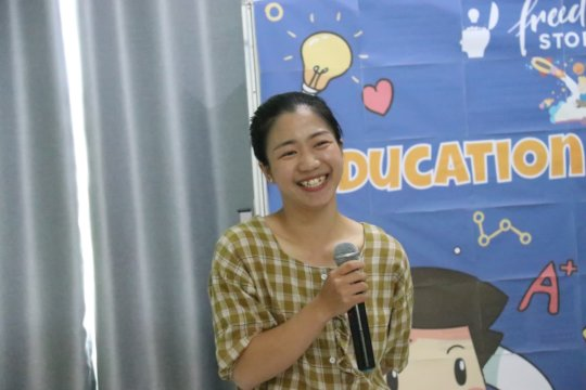 Somying shared her experience with younger student
