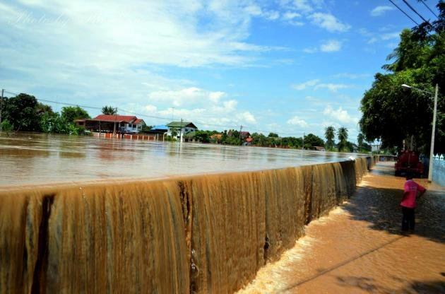 Yom River banks overflow in Sukkhothai