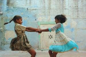Girls dancing In Setrawa Empowerment Centre