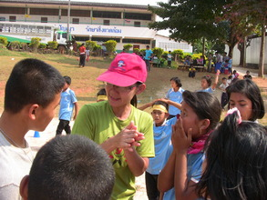 Volunteer Jiew explaining the game
