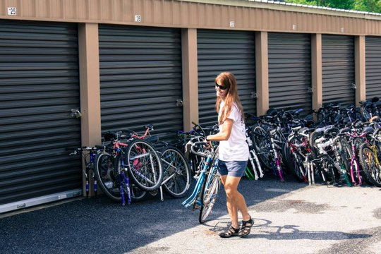 Loading up lots and lots of bikes...