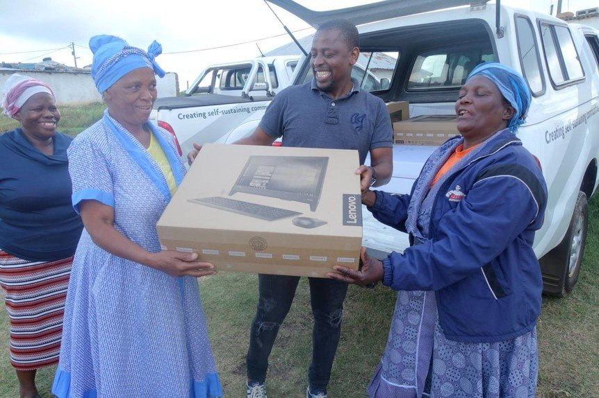 Hlanganani CLA members receive new computers
