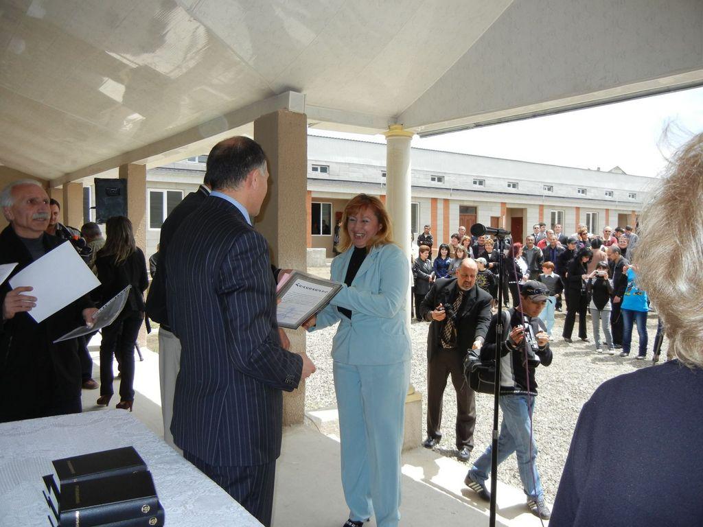 Nune receiving her house certificate