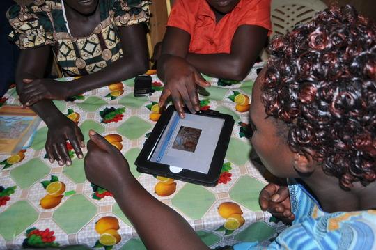 The Mamas meet their digital book