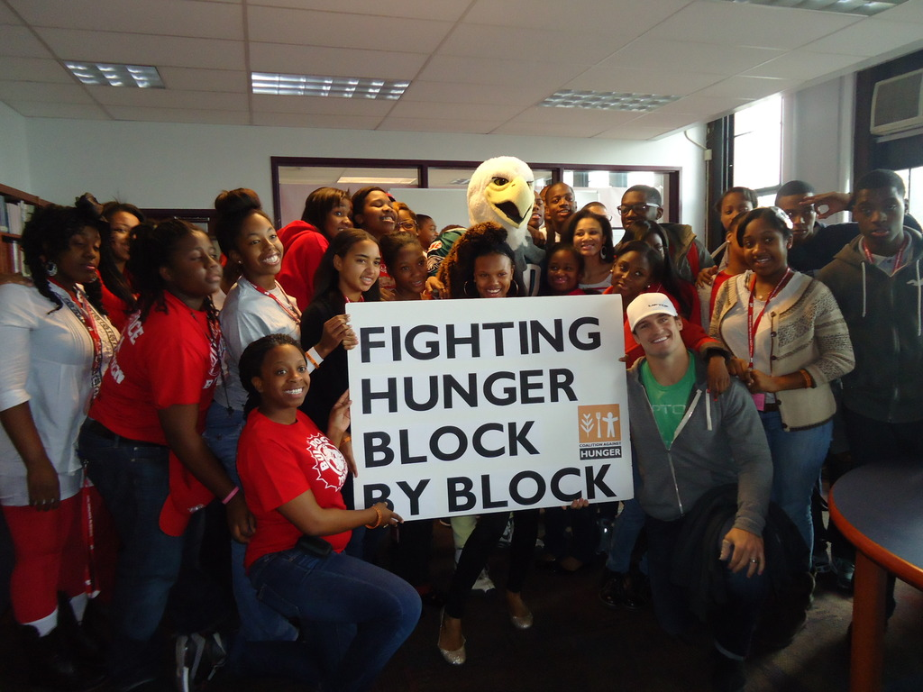 Philly Eagles encourage students to fight hunger