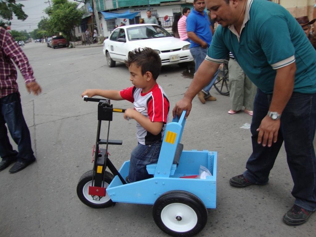 Boy receives PET in Honduras