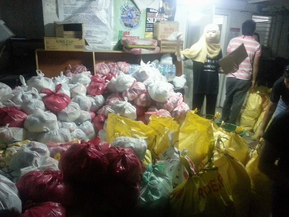 Nafisah managing the relief goods