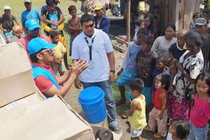 Jalanie distributing aid to Typhoon survivirs