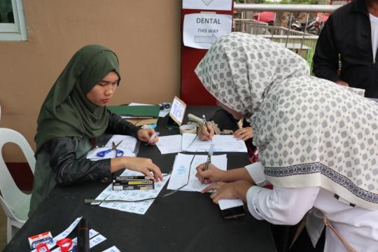 Bidaya (left) working on Social Enterprise Project