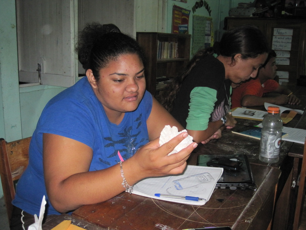 Reef Technician Course - examining shells