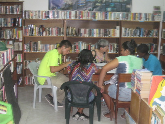 Volunteer tutoring a Math session