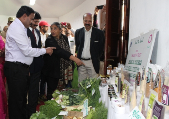 District Collector interacting about ET products