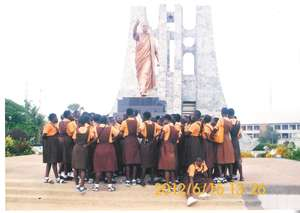 Club Members at Kwame Nkrumah Mausoleum