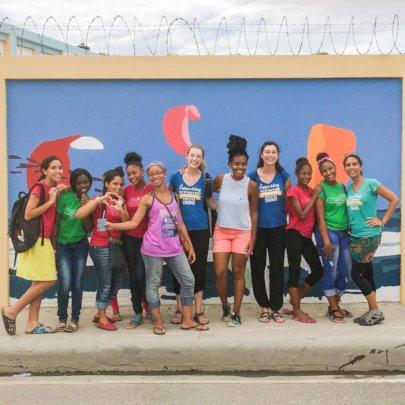 Artist Xavier Ringer with Mariposas & Volunteers