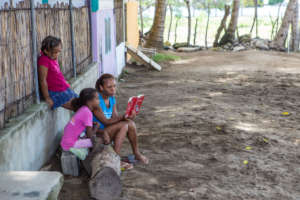 A Mariposa mother reads to girls