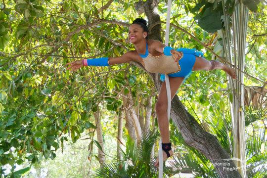 Mariposa girl Jafreisy starring in the circus show