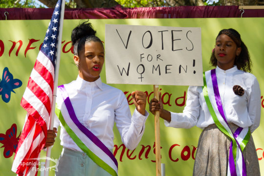 Mariposas Jafreisy and Victoria as US suffragists
