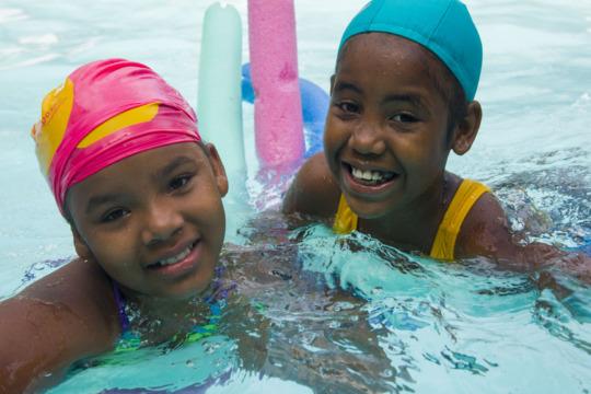 Fanny and Yoskany learning to swim!