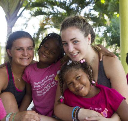 International volunteers with Elidania and Carla