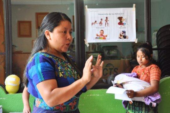 Rebeca addresses participants
