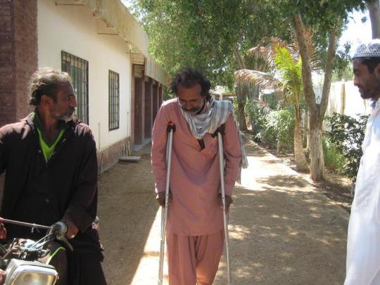 Qamar starting to walk again!