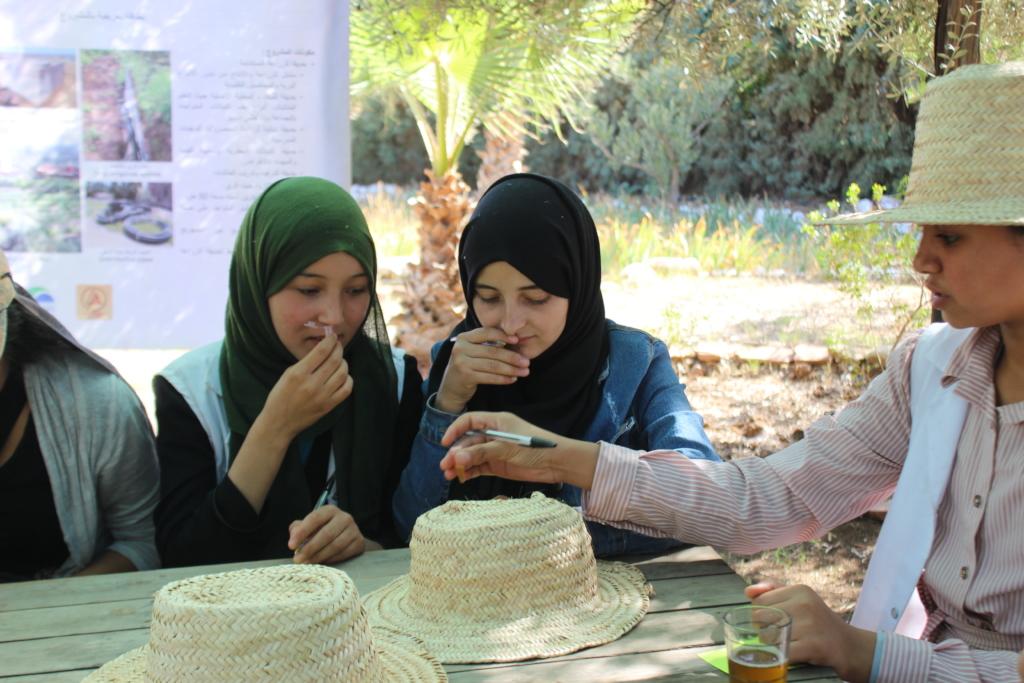 Dar Taliba students during the essential oil quiz
